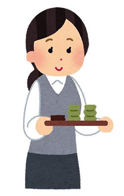 お茶を運ぶ女性社員
